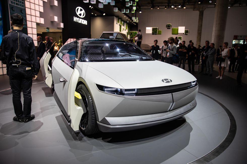 سيارة أيونيك 5 الكهربائية