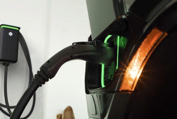 الشحن الكهربائي - ريفيان