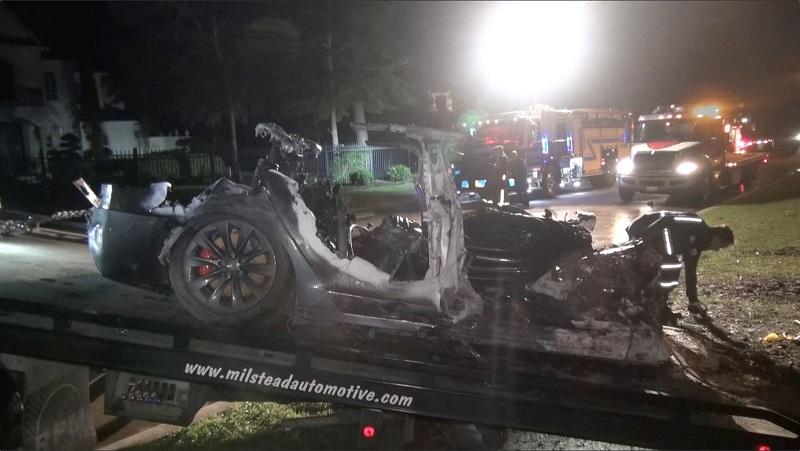حادثة تحطم سيارة تسلا في القيادة الذاتية