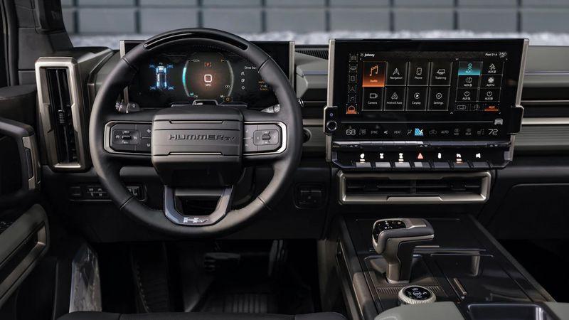 مقصورة قيادة مركبة همر الكهربائية