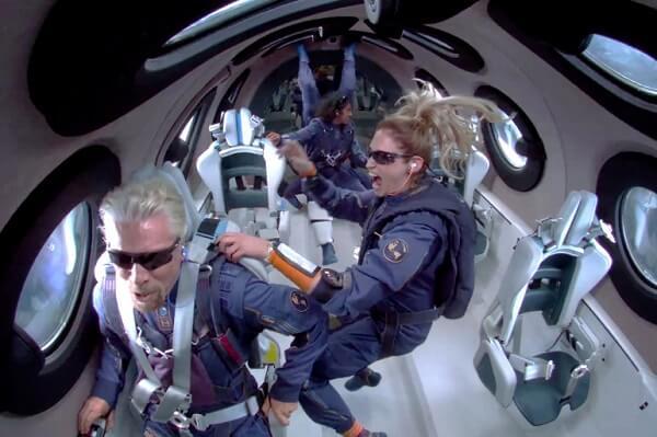 فيرجن غالاكتيك - ايلون ماسك تذكرة رحلة على طائرة ريتشارد برانسون