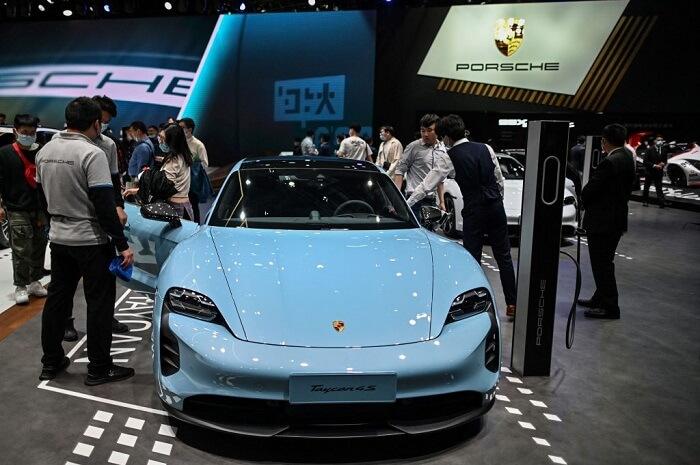 سيارة بورش تايكان  - بورش تستدعي 43 ألف سيارة كهربائية