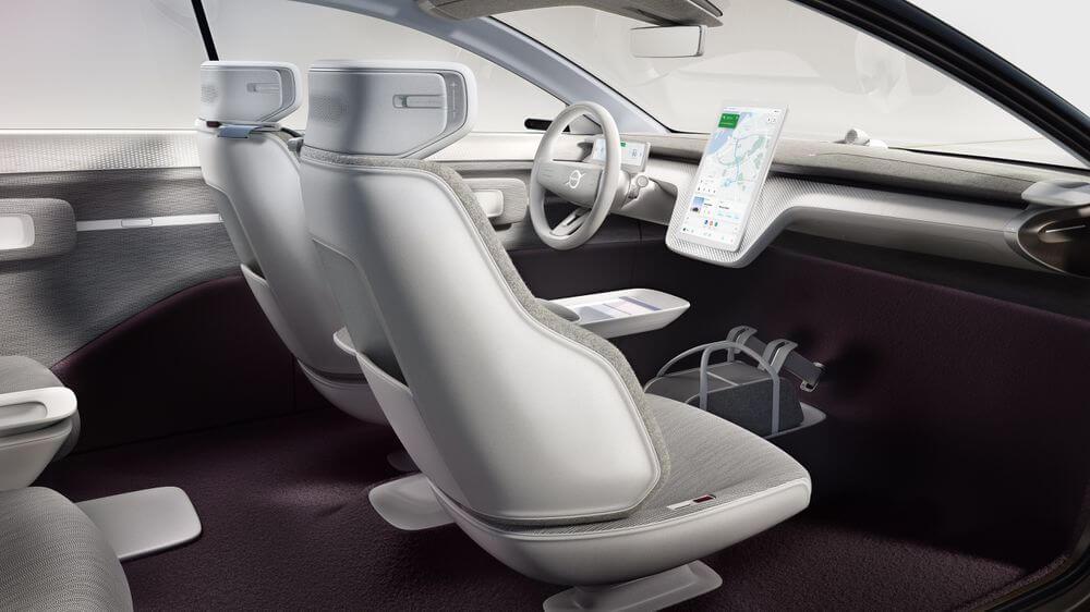 مساحة داخلية فسيحة في سيارة فولفو Concept Recharge - مفهوم السيارات الكهربائية