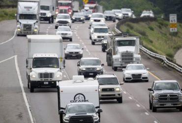 شحن المركبات الكهربائية عند القيادة على الطرق