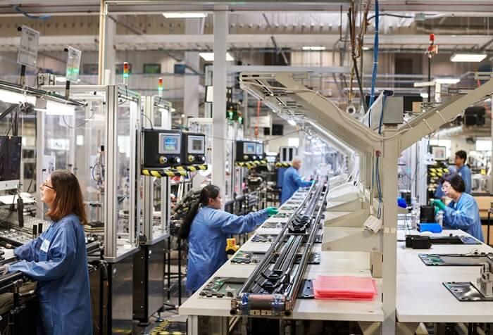 مصنع آبل - إيلون ماسك ينتقد شركة آبل