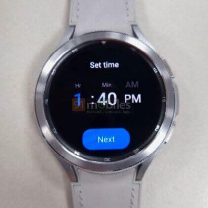 نظام تشغيل الساعات الموحد - ساعة Galaxy Watch 4 باللون الفضي