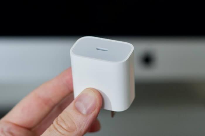 آيفون 12 و13 يأتيان من دون شواحن في العلب - استخدام منفذ USB-C على جميع الأجهزة