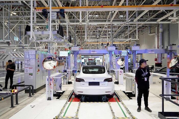 خط إنتاج سيارات تسلا في الصين - تسلا تسجل رقم قياسي جديد