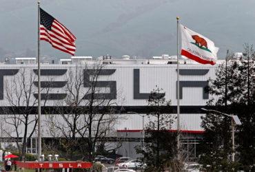 شركة تسلا - تسلا تنقل مقرها الرئيسي من كاليفورنيا